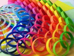 Braccialetti di gomma di tutti i colori