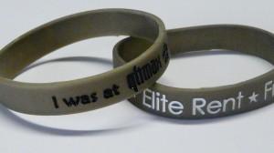 Dimostrate che avete carattere coi braccialetti di silicone metallici