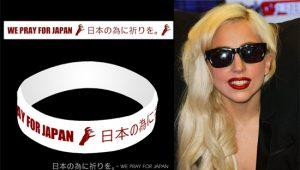 Lady Gaga: tra braccialetti di silicone e tatuaggi temporanei