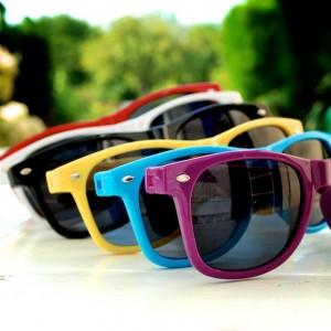 Gli-occhiali-da-sole-promozionali- hit-summer-goodies-2015-3